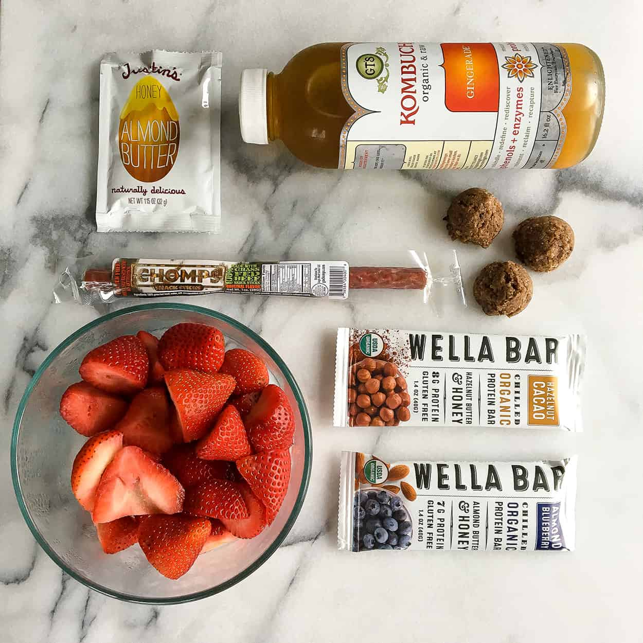 Road Trip Snacks - strawberries, Wella Bar, coconut fat balls, CHOMPS sticks, Justin's almond butter, kombucha | hungrybynature.com