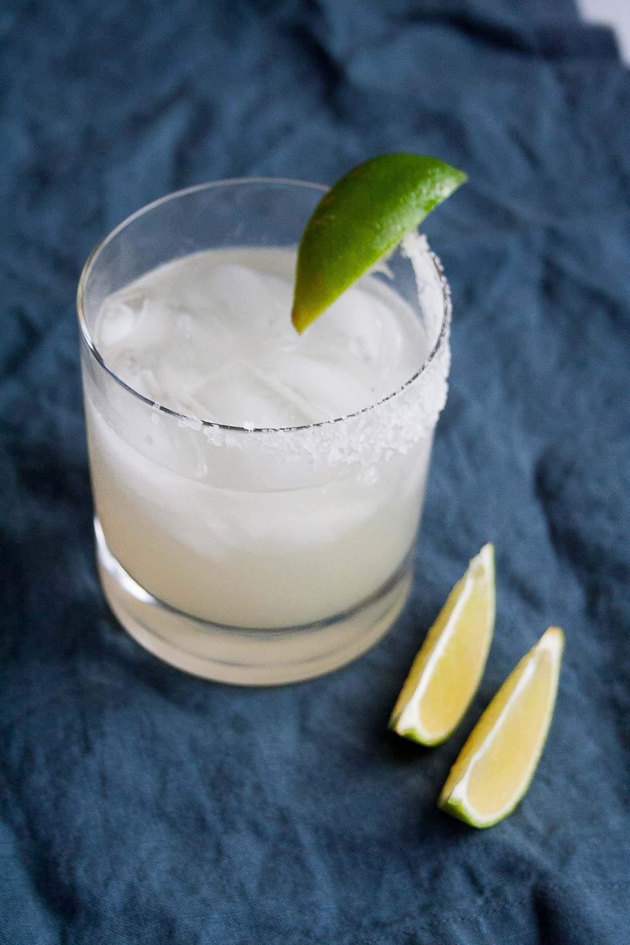 Lyrics & Libations // Smoky Paloma and In Da Club | paloma recipe, cocktail, drink, mezcal, tequila, easy, grapefruit, birthday | hungrybynature.com