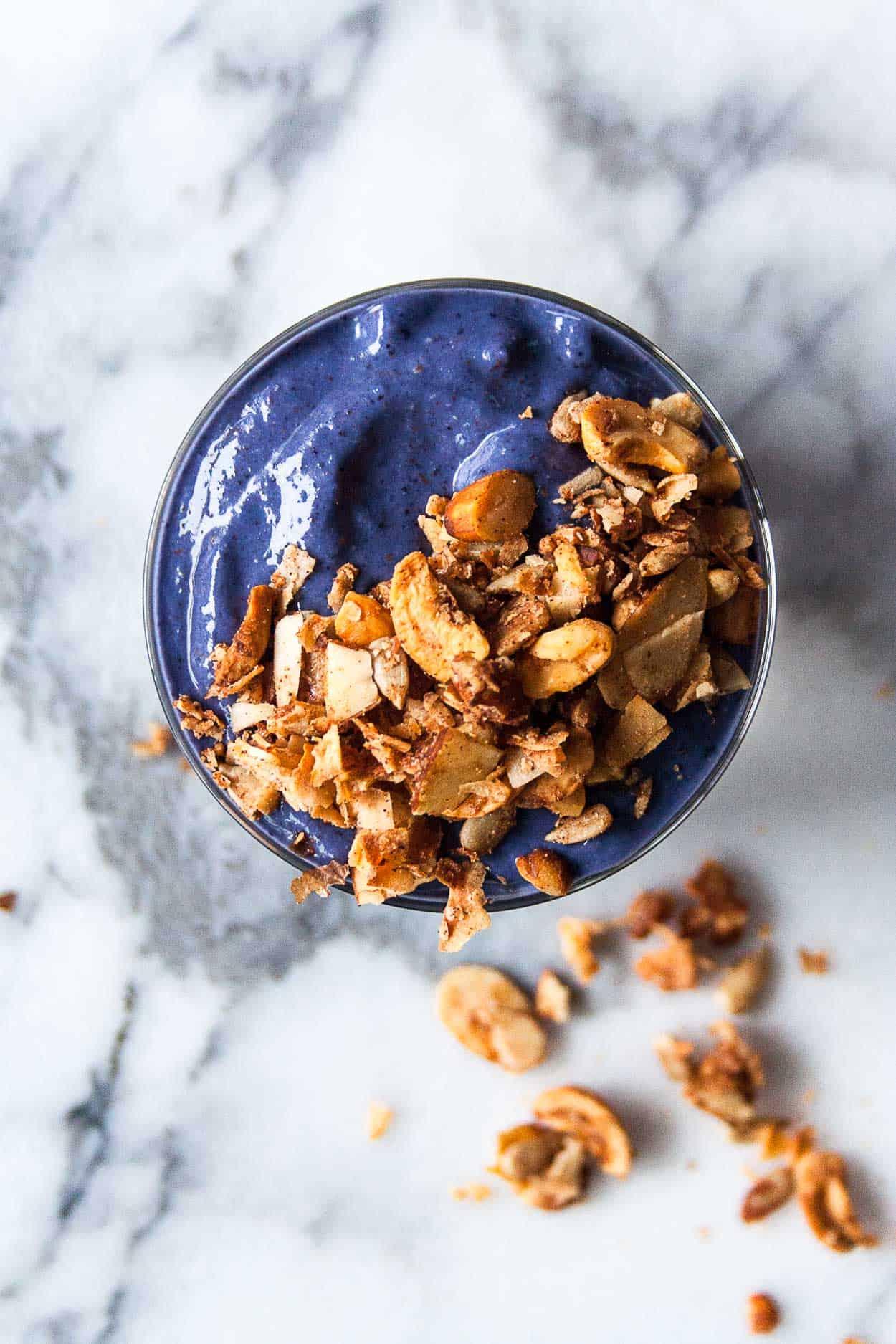 Blueberry Muffin Smoothie | #vitamix #granola #grainfree #Nuzest #peaprotein #fab4smoothie #smoothie | hungrybynature.com