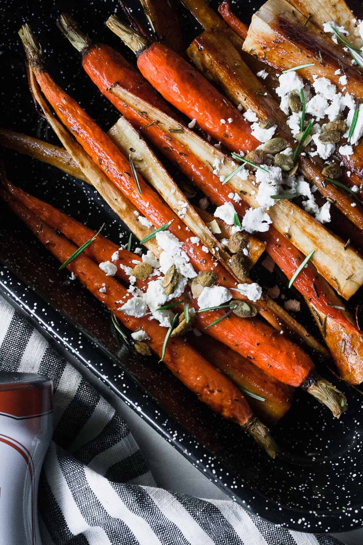 Spiced Roasted Parsnips and Carrots | #datesyrup #sidedish #vegetables #glutenfree #paleo #grainfree #easy #holiday | hungrybynature.com